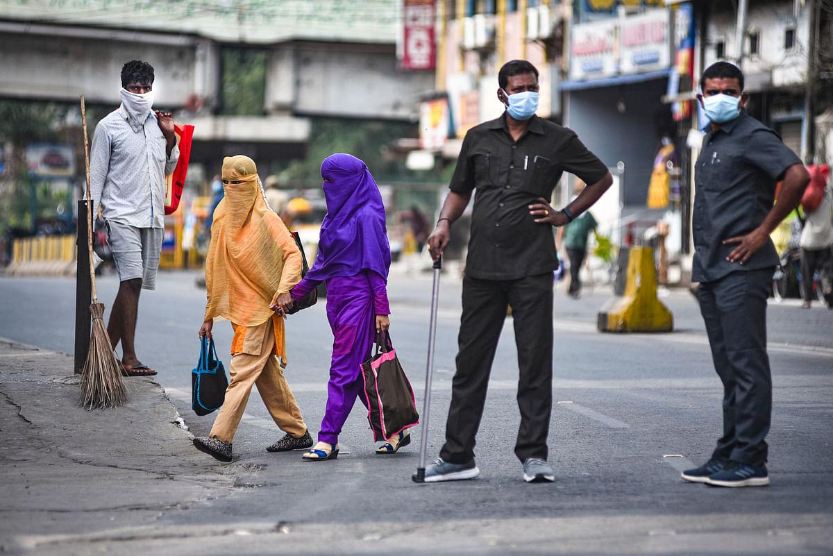 Coronavirus in India : पिछले 24 घंटे में 25 हजार से ज्यादा कोरोना केस, सहमे लोग, स्कूल बंद, यहां लगाया गया लॉकडाउन