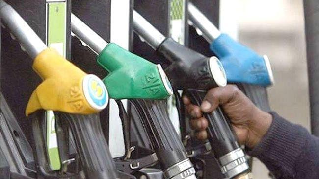 Petrol Prices Today : आसमान पर पेट्रोल-डीजल की कीमत, दिल्ली मुंबई ने बनाया रिकार्ड, जानिए आज का क्या है भाव