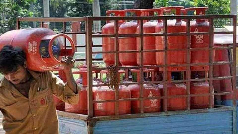 एक अगस्त से गैस सिलिंडर की कीमत में हो सकता है बड़ा बदलाव, सरकार कर रही है यह तैयारी...