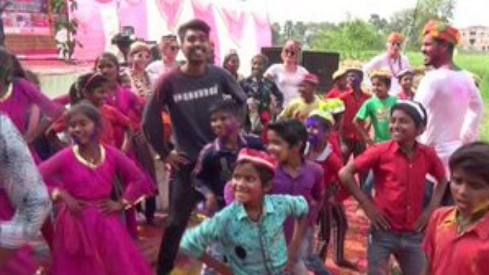 Happy Holi 2020: गया में बच्चों के ग्रुप ने कुछ इस अंदाज में होली को किया इंजॉय...जानें आपके शहर में कैसे मन रहा यह पर्व