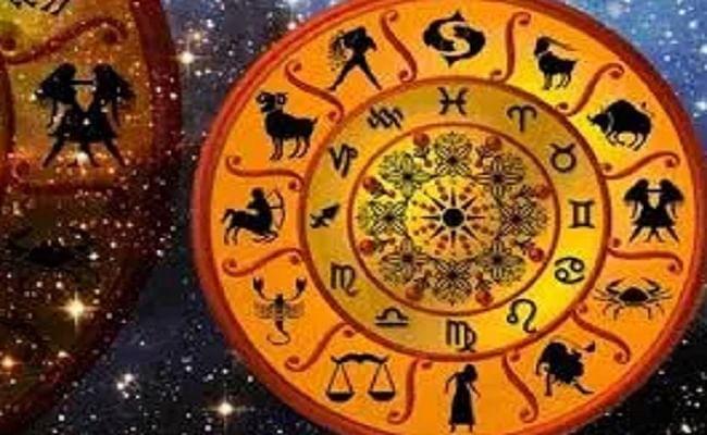 Rashifal: सावन का महीना खत्म, भादो में इन 5 राशियों के जातक की चमकेगी किस्मत