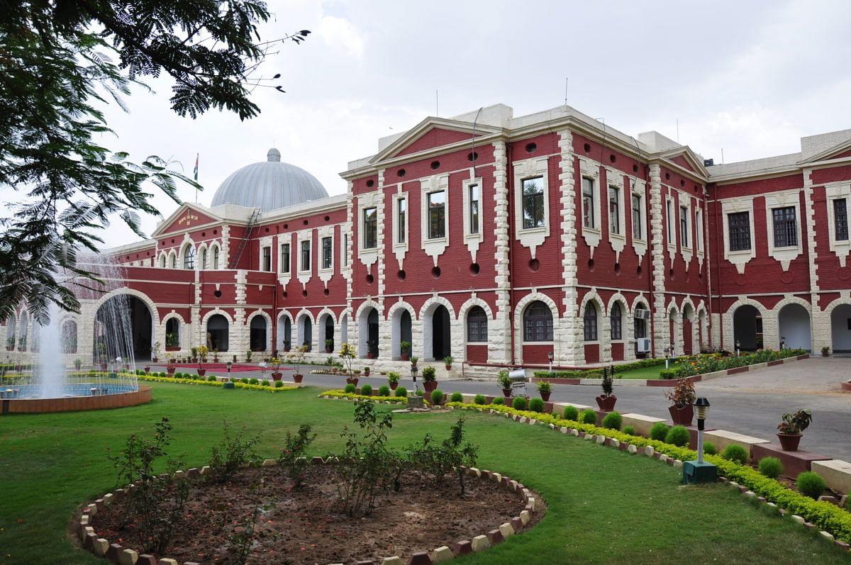 Dhanbad Judge Murder Case : हाईकोर्ट ने पूछा-रांची FSL में जांच की सुविधा ही नहीं, तो फिर बनाया ही क्यों