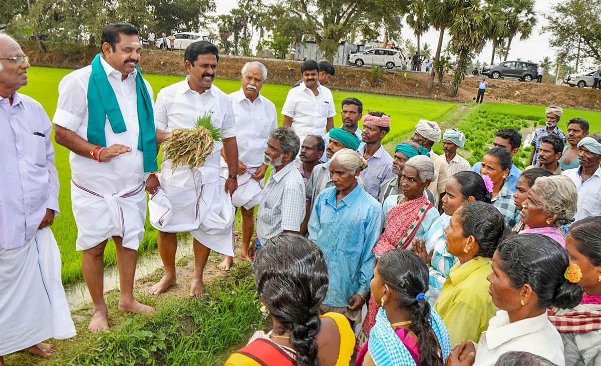 इस दैरान मुख्यमंत्री एडप्पादी पलानीस्वामी ने किसानों की समस्याओं को लेकर बातचीत भी की.