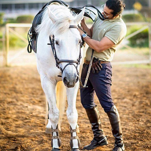 रणदीप हुड्डा घुड़सवारी के भी शौकीन हैं, वो कई बार घुड़सवारी करते हुए भी नजर आये हैं
