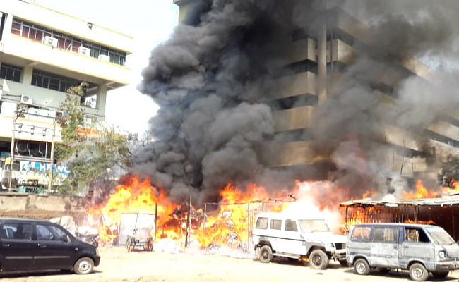 पटना के मौर्यालोक में भीषण आग, किसी के हताहत होने की सूचना नहीं