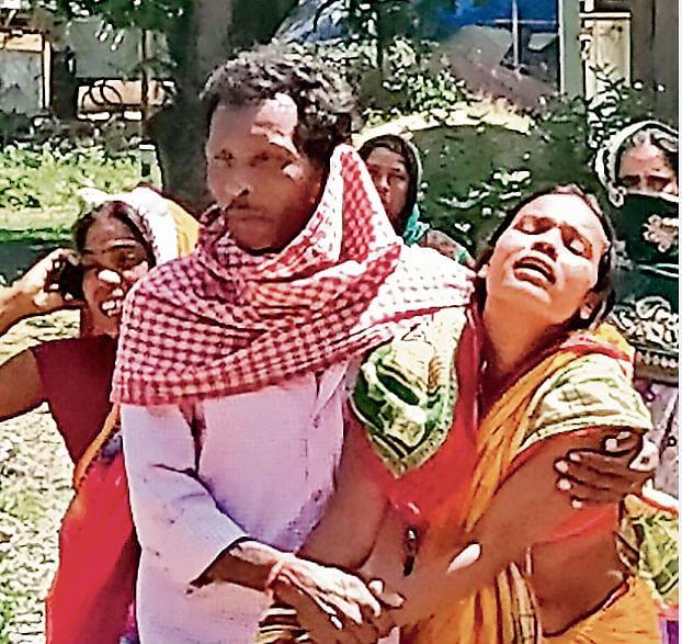 दुमका : चोरी के आरोपी को भीड़ ने पीटकर मार डाला