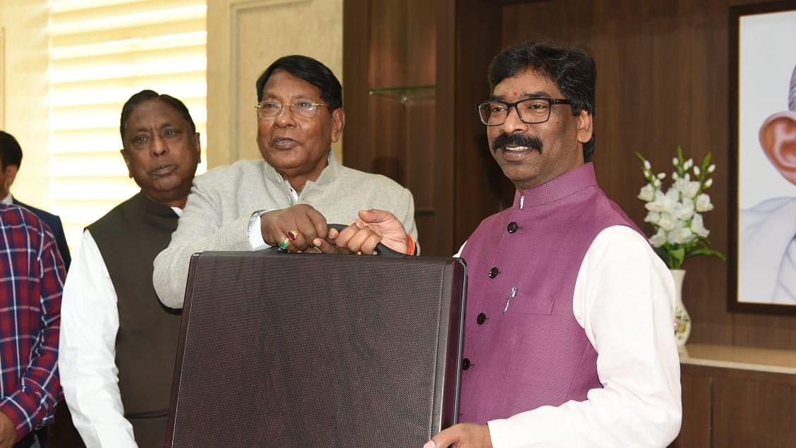 Jharkhand Budget 2020 : हेमंत सरकार का फोकस शिक्षा, स्वास्थ्य और कृषि पर, 100 यूनिट बिजली फ्री