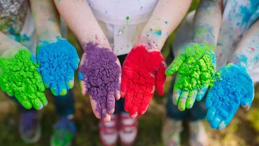 इस होली को बनाएं और भी रंगीन, घर में ही तुरंत बनाएं हर्बल रंग