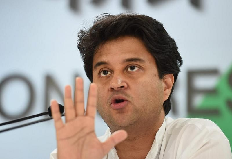 MP Political Crisis : जाएगी शिवराज सिंह की कुर्सी ? यूपी के बाद एमपी में राजनीतिक हलचल, ज्योतिरादित्य सिंधिया ने कही ये बात