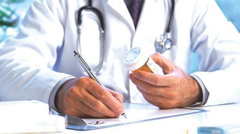 कोरोना से जंग : अपनी जान जोखिम में डाल दूसरों की जिंदगी बचाने की जद्दोजहद कर रहे डॉक्टर्स