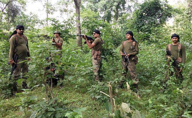 जंगल में मिला मौत का जखीरा, सर्च ऑपरेशन के दौरान सुरक्षाबलों को मिले दो शक्तिशाली बम