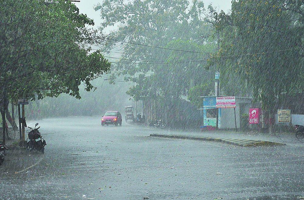 Bihar Weather, Flood LIVE Updates : बिहार के कई जिलों में आज ठनका गिरने की आशंका