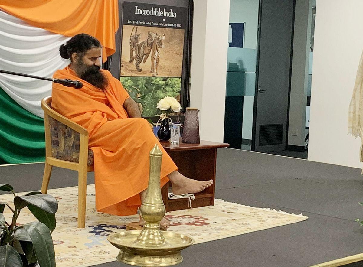 कोरोना को हराने के लिए बाबा रामदेव ने बताया उपाय : गिलोय के साथ तुलसी और हल्दी का करें नियमित सेवन