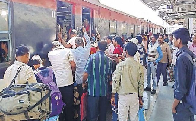 पटना-दिल्ली के लिए जमालपुर से ट्रेन सेवा ठप, यात्रियों के बीच अफरा-तफरी