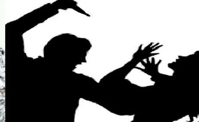 मजदूरी नहीं करने पर महिला को मारा छूरा