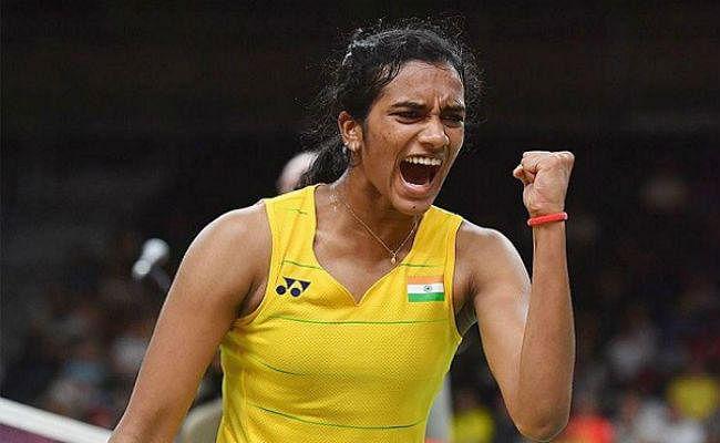 कोरोना से लड़ने के लिए बैडमिंटन खिलाड़ी पी वी सिंधू ने की 5 लाख रुपये देने की घोषणा की