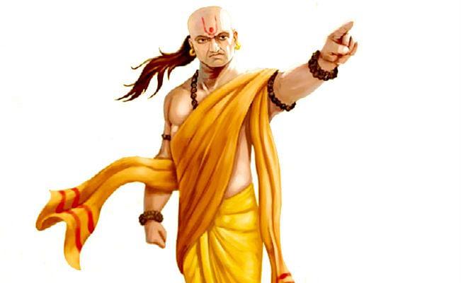 Chanakya Niti: अगर इन बातों पर अमल करेंगे तो कभी नहीं होग धन की कमी