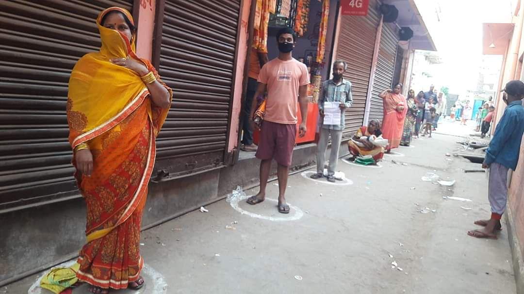बेहाल मध्यवर्ग :  सरकार गरीबों को दे रही मुफ्त राशन, पर मध्यवर्ग की आय घटी, खर्च बढ़ा