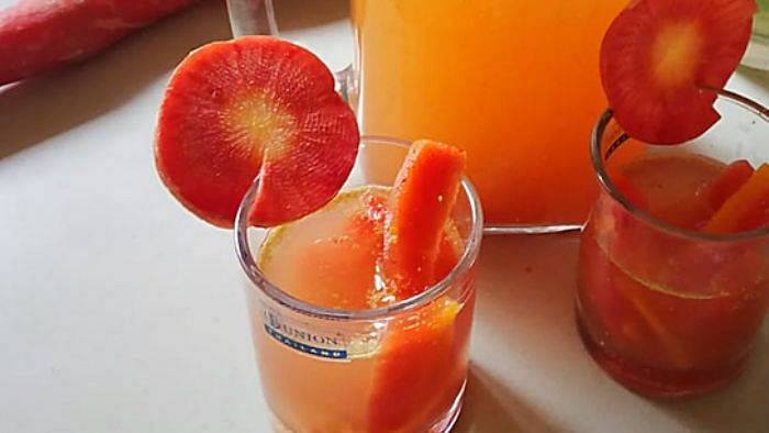 Holi खेलने से पहले या बाद में पी लें एक ग्लास गाजर की कांजी, पेट के लिए है फायदेमंद, बनाना भी आसान