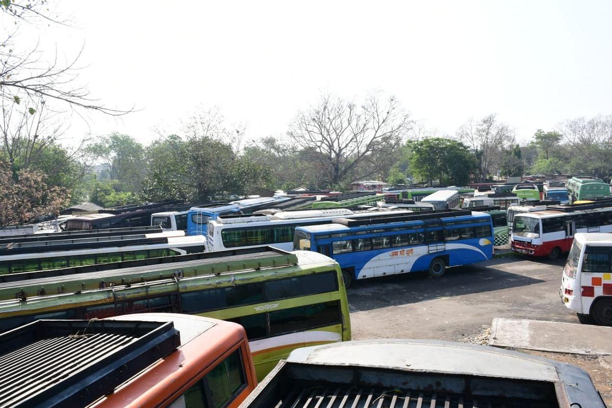 बसों का परिचालन ठप: मीठापुर बस स्टैंड बंद करने को लेकर बस कर्मी नाराज,नए टर्मिनल पर जाने को तैयार नहीं