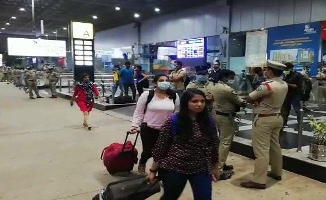 Coronavirus :कुआलालंपुर में फंसे 300 भारतीयों में से 185 को लाया गया भारत, 28 दिनों के लिए आइसोलेशन में रहेंगे