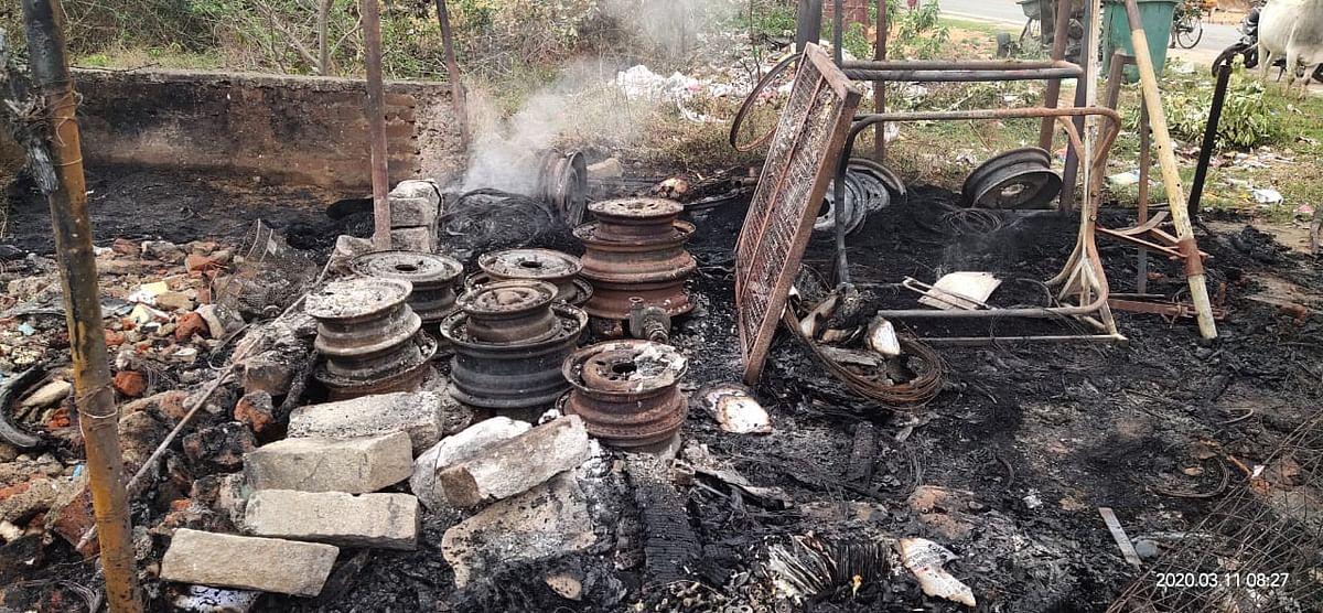 सिमडेगा में माहौल बिगाड़ने की साजिश! आधा दर्जन जगहों पर आगजनी, मुर्शिदाबाद का युवक पकड़ाया
