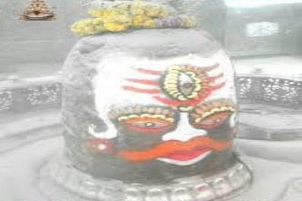 mahakal bhasm aarti: मंदिर में भक्तों के बिना हुई महाकाल की पूजा, सावन की पहली सोमवारी पर देखें Live भस्म आरती