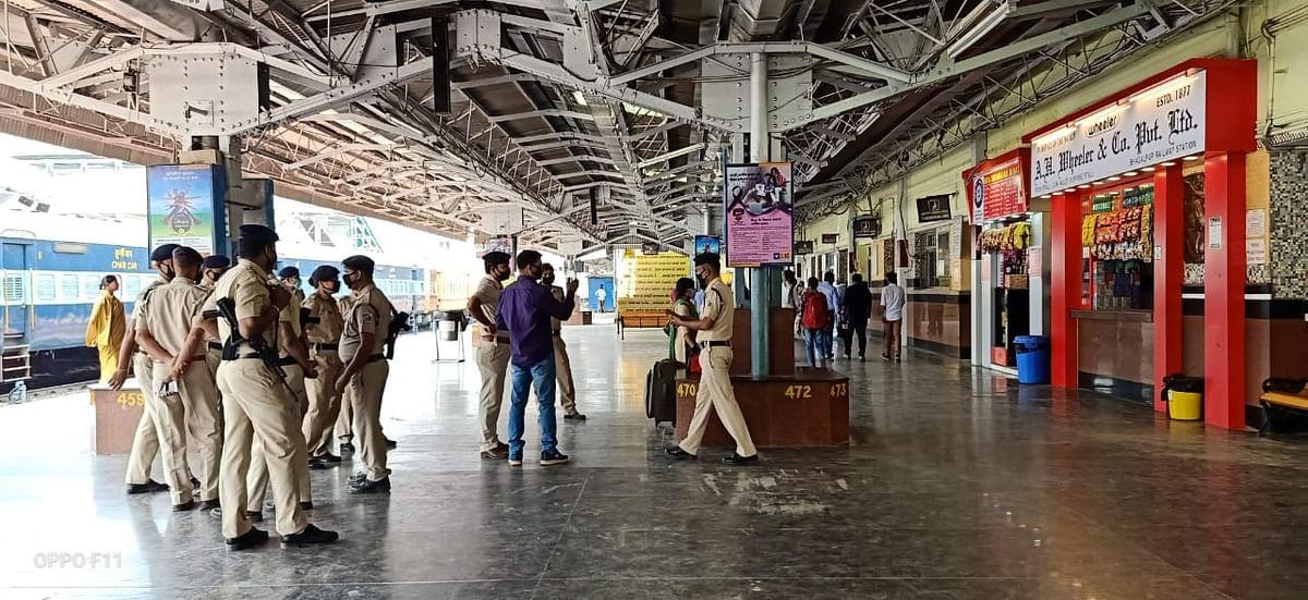 भागलपुर रेलवे स्टेशन पर तैनात आरपीएफ के जवान