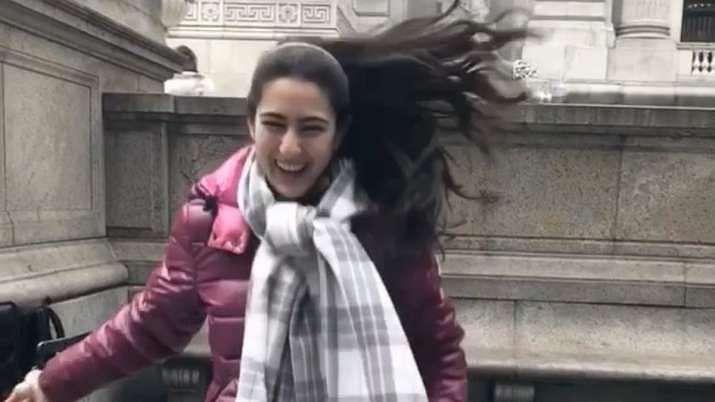 न्यूयॉर्क की सड़कों पर मस्ती में नाचती नजर आईं Sara Ali Khan, फैंस बोले- वाह