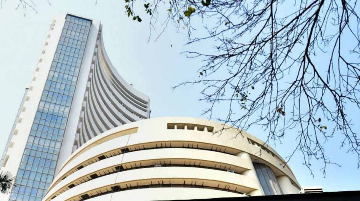कच्चे तेल की कीमतों ने बिगाड़ा शेयर बाजारों का खेल, Sensex ने लगाया 1000 अंकों से अधिक का गोता