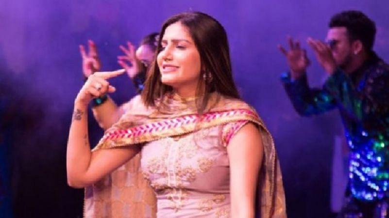 'इंग्लिश मीडियम' पर Sapna Chaudhary का कहर डांस Video, आप भी देखें