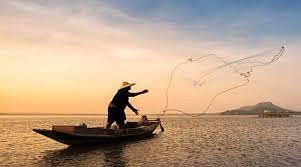 लॉकडाउन के कारण मछुआरे नहीं जा पा रहे हैं घर, नाव पर ही बीत रही है जिन्दगी