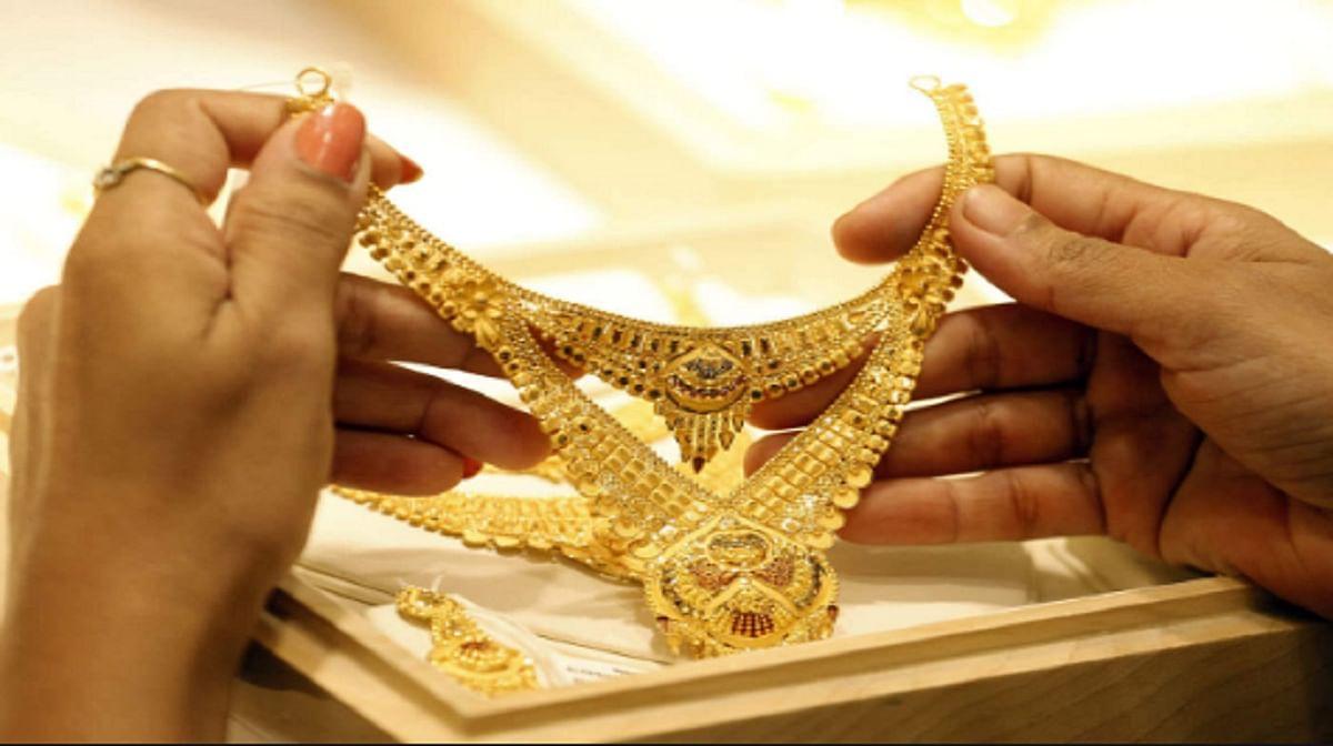 Gold Price Today: शादी के सीजन में इतना सस्ता हुआ सोना,जानें ताजा भाव, आज ही करें खरीदारी नहीं तो...