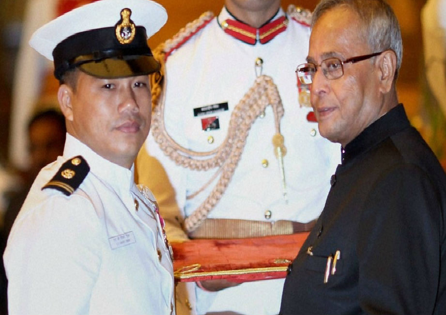 कैंसर से जूझ रहे पूर्व गोल्ड मेडलिस्ट बॉक्सर डिंग्को सिंह को एयर ऐंबुलेंस से लाया जाएगा दिल्ली