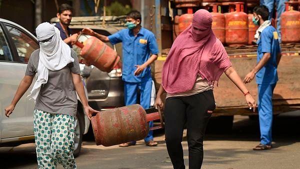Bihar Chunav 2020 के बीच आम लोगों को बड़ी राहत ! LPG की कीमत को लेकर सरकार ने लिया ये फैसला, यहां चेक करें रेट