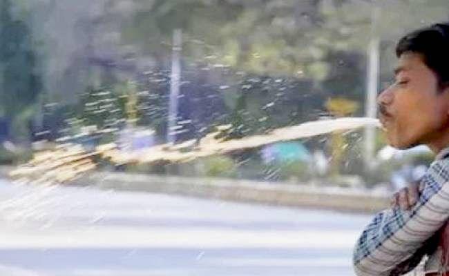 Covid-19 : नोएडा में सार्वजनिक जगहों पर थूकने पर अब 1000 तक का जुर्माना, काटा जाएगा चालान