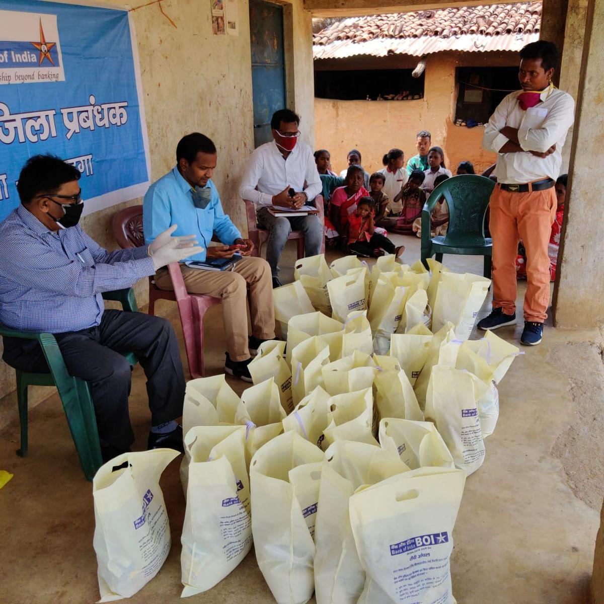 लोहरदगा में 1334 लोग होम क्वारेंटाइन में, बैंक ऑफ इंडिया कर रहा गरीबों की मदद