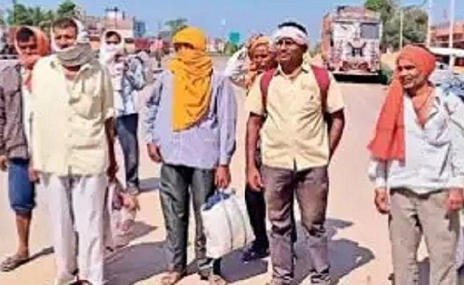 लॉकडाउन: अपनों से मिलने की चाह में सात सौ किमी पैदल चलकर अपने घर पहुंचे सात मजदूर