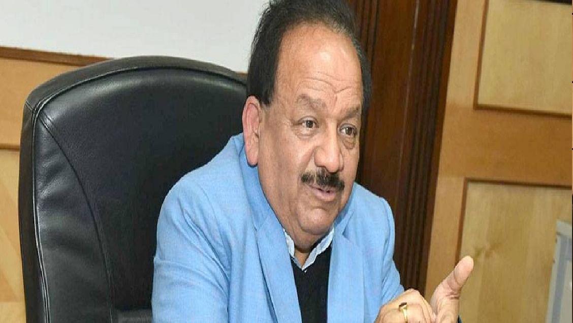 वैक्सीनेशन को लेकर केंद्रीय स्वास्थ्य मंत्री हर्षवर्धन ने दिल्ली के CM अरविंद केजरीवाल और AAP नेता पर बोला हमला, कहा...