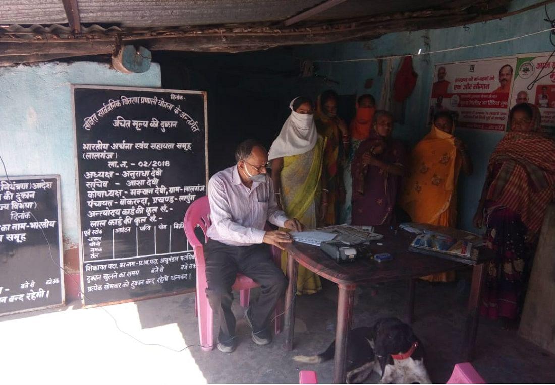 बिहार में आज से बिना पैसा लिये मिलने लगा सरकारी राशन, पीडीएस दुकानों पर दिखी भीड़