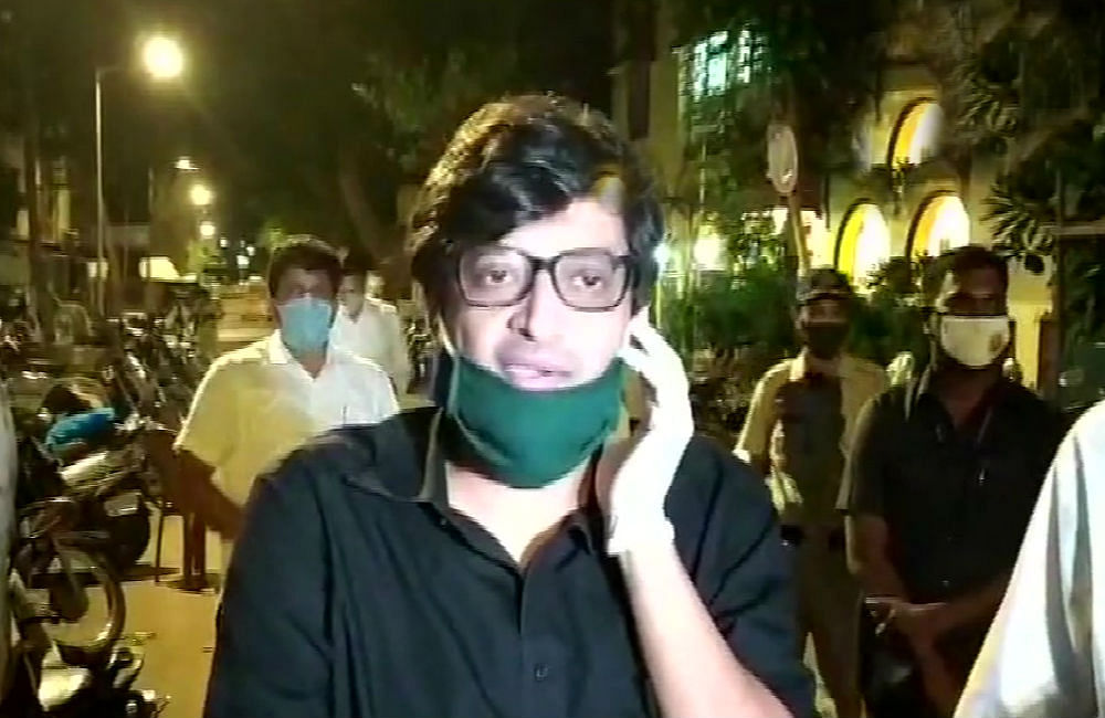 सोनिया गांधी टिप्पणी मामला : अर्णब गोस्वामी से मुंबई पुलिस ने की साढ़े 12 घंटे पूछताछ