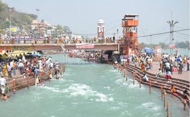 lockdown के कारण गंगा नदी के पानी की गुणवत्ता में आया सुधार, कचरा गिरने में भी कमी आयी