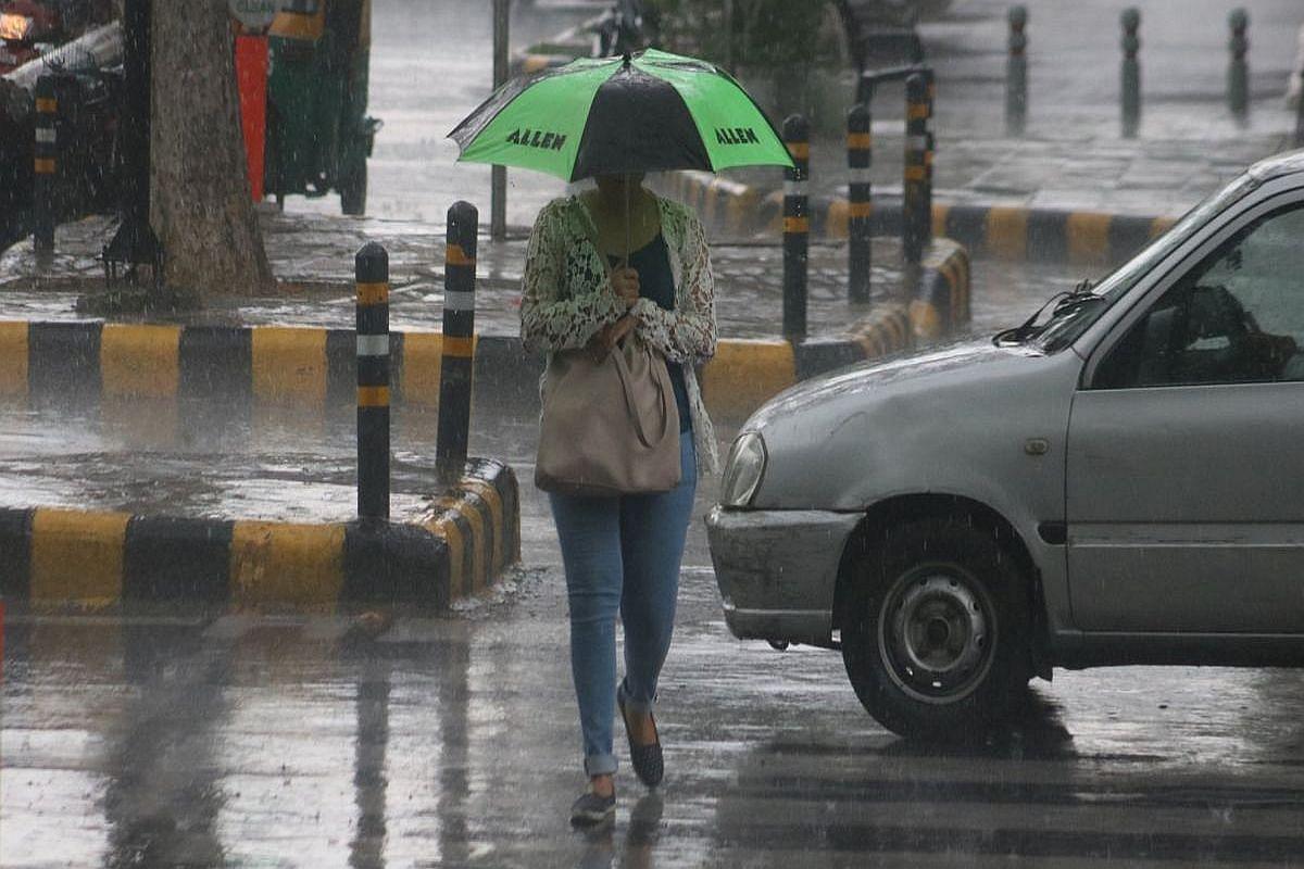 Weather Forecast LIVE updates : मुंबई में भारी बारिश, झारखंड में होगी बारिश, दिल्ली में बूंदाबांदी के आसार, जानें यूपी-बिहार सहित देश के अन्य राज्यों के मौसम का हाल