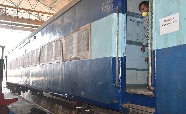 Coronavirus in India : रेलवे अपने कर्मचारियों और उनके परिवारों के लिए बना रहा है मास्क व सैनिटाइजर