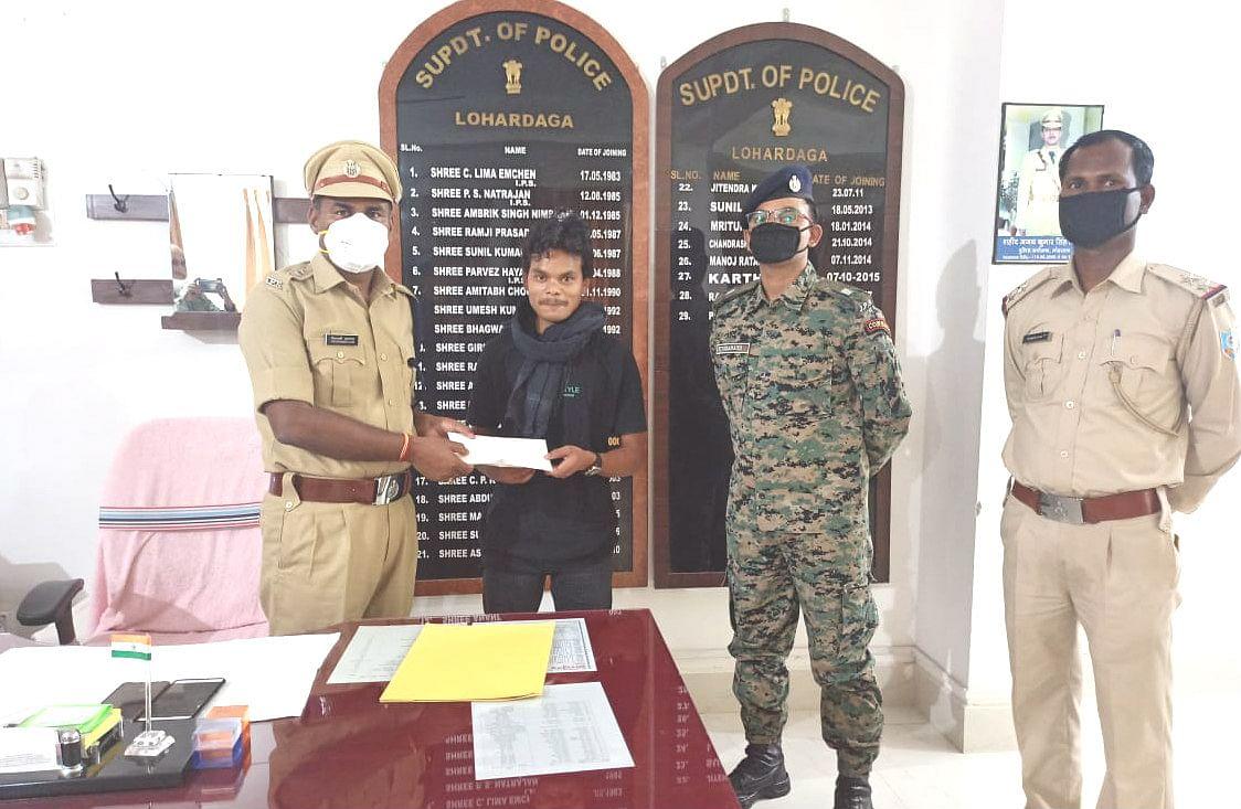 हार्डकोर नक्सली सबजोनल कमांडर रामजीत नगेसिया ने लोहरदगा में किया आत्मसमर्पण