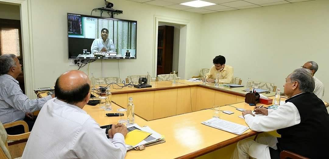 अशोक गहलोत की सरकार ने वीडियोग्राफी और फोटोग्राफी पर लगाया प्रतिबंध, लॉकडाउन पर कही यह बात