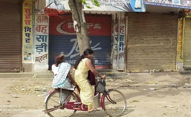 Bihar News : 'लॉकडाउन' में वृद्ध मां को साइकिल पर बैठाकर युवती ने तय किया 20 किमी का सफर, जानें वजह