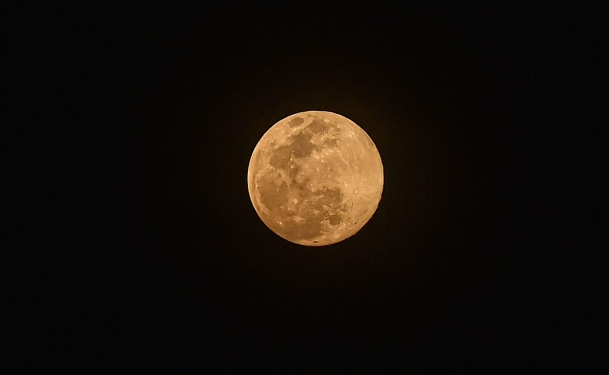 Super Moon 2020: धरती के सबसे करीब नजर आये चंदा मामा, घटेगा कोरोना का कहर
