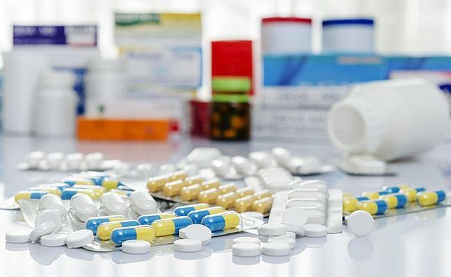 कोरोना के कहर से बीमार लोग अब जरूरी दवाओं के लिए परेशान, बाजार से विटामिन सी, मल्टी विटामिन, जिंक गायब