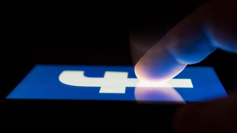 Facebook Dark Web Deal: कौड़ियों में बिका करोड़ों फेसबुक यूजर्स का डाटा, आप बरतें यह सावधानी